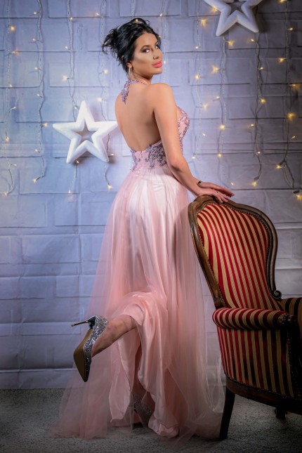 Нежна бална рокля с красива дантела и гол гръб (RO99218)