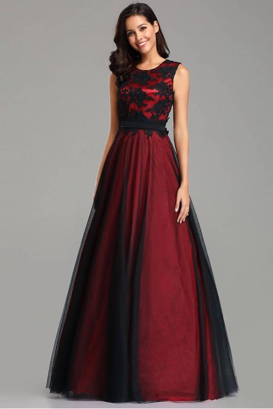 Елегантна дълга официална рокля в бордо с дантелена горна част (R9843)