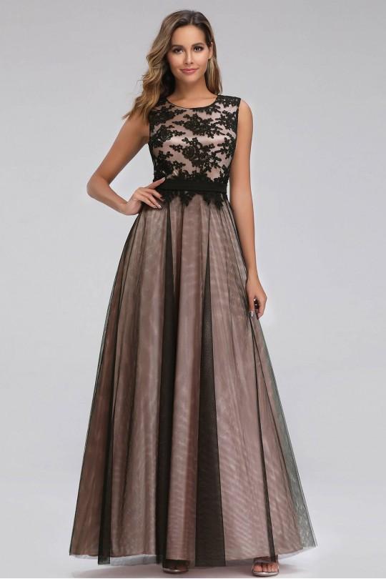 Елегантна дълга официална рокля в бежово с дантелена горна част (R9844)