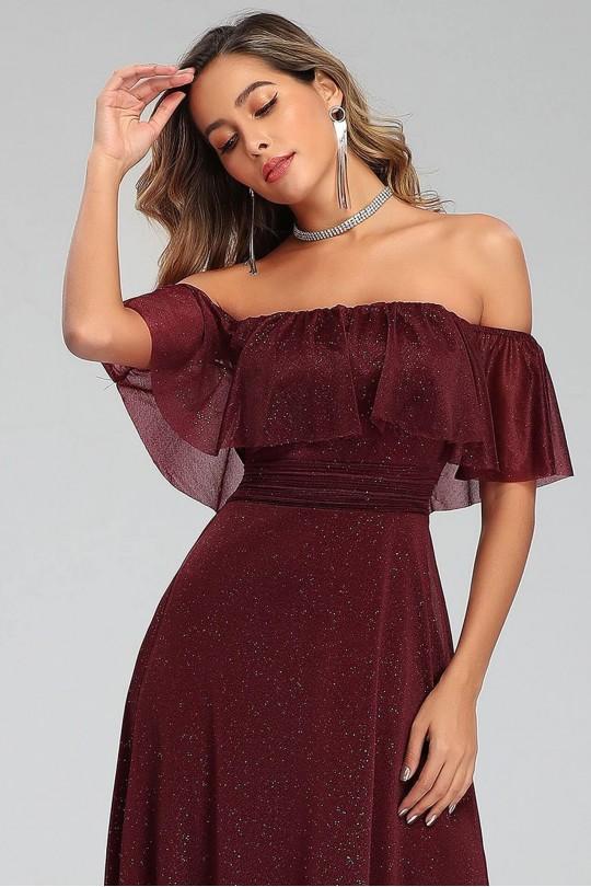Нежна бална рокля с паднали рамене в бордо (RO99107)