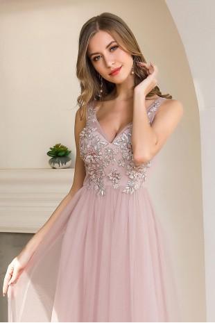 Нежна бална рокля с дантелени апликации и тюлена пола в розово (RO99127)