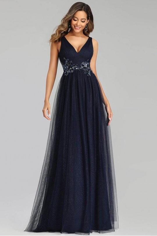 Възхитителна дълга бална рокля в тъмно синьо с красиви дантелени апликации (RO99130)