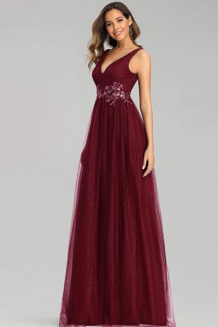 Възхитителна дълга бална рокля в бордо с красиви дантелени апликации (RO99177)