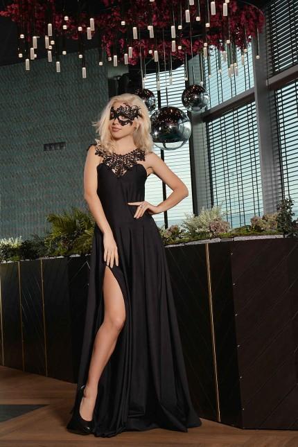 Неотразима черна официална рокля с уникална апликация на гърба(R9636)