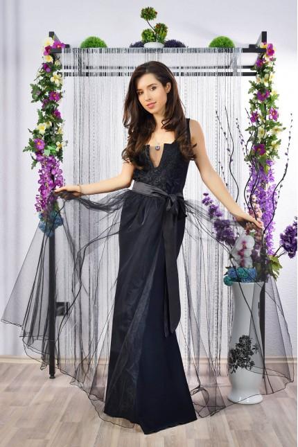 Черна дълга официална рокля с предизвикателно деколте и тюлена пола (R9781)