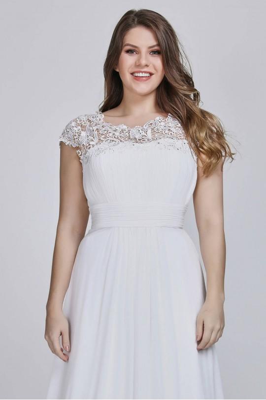 Прелестна сватбена рокля с красива дантела с кристали (R99022)