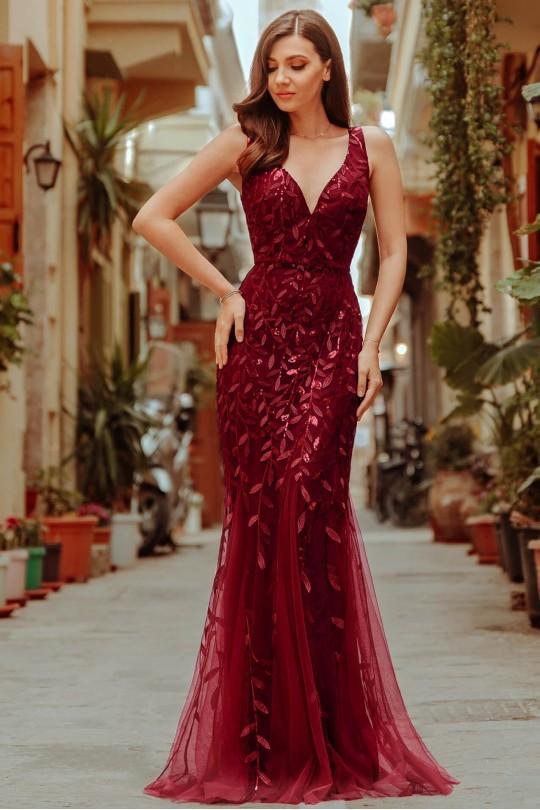 Грациозна дълга официална рокля тип русалка в бордо с V-образно деколте (RO99104)