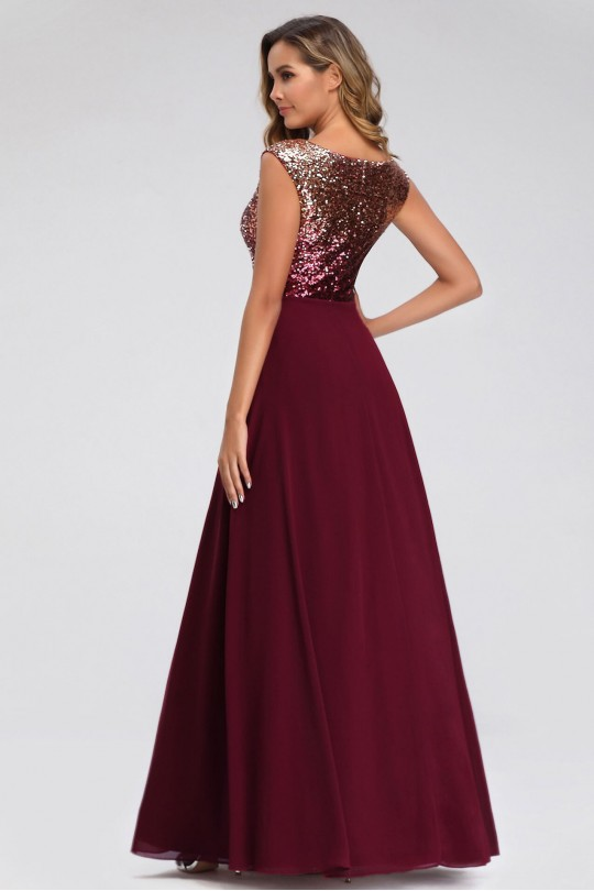 Дълга официална рокля с  преливаща горна част в цвят бордо (RO99126)