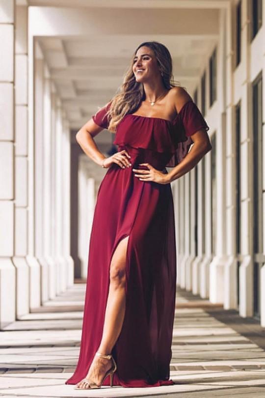 Нежна официална рокля с паднали рамене и висока талия в цвят бордо (RO99189)