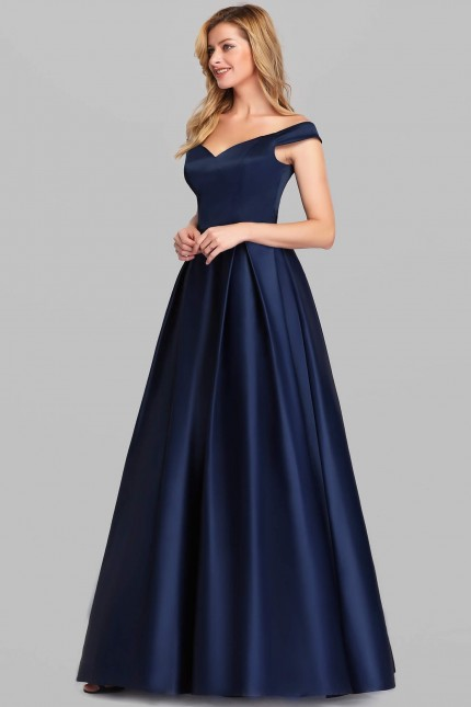 Тъмно синя официална сатенена рокля с леко паднали рамене (RO99210)