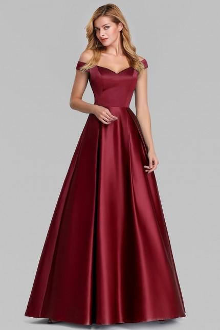 Официална сатенена рокля с леко паднали рамене в бордо (RO99231)