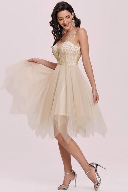 Красива официална рокля с асиметрична тюлена пола в златно (RO99249)