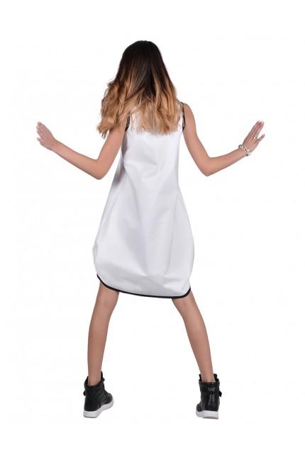 Авангардна бяла рокля с акценти в черно (R9420)