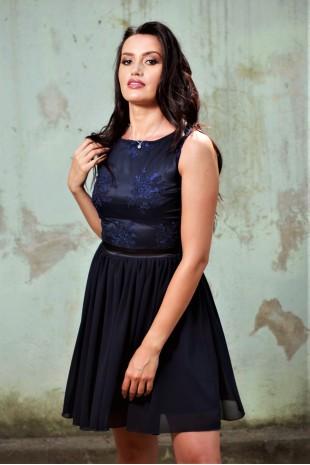 Къса тъмно синя официална рокля с шифонена пола (RO99067)