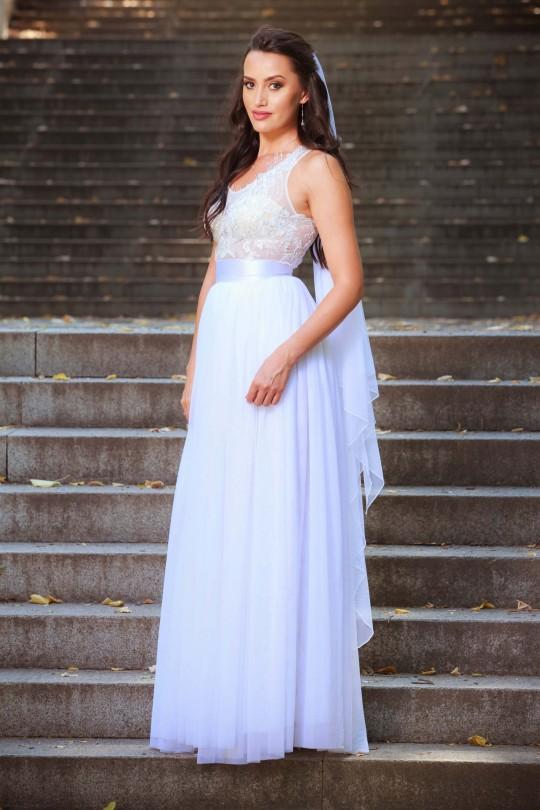 Нежна сватбена рокля с тюлена многопластова пола (RO99066)