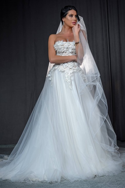 Приказна сватбена рокля с флорална 3D дантела и шлейф (RO99226)