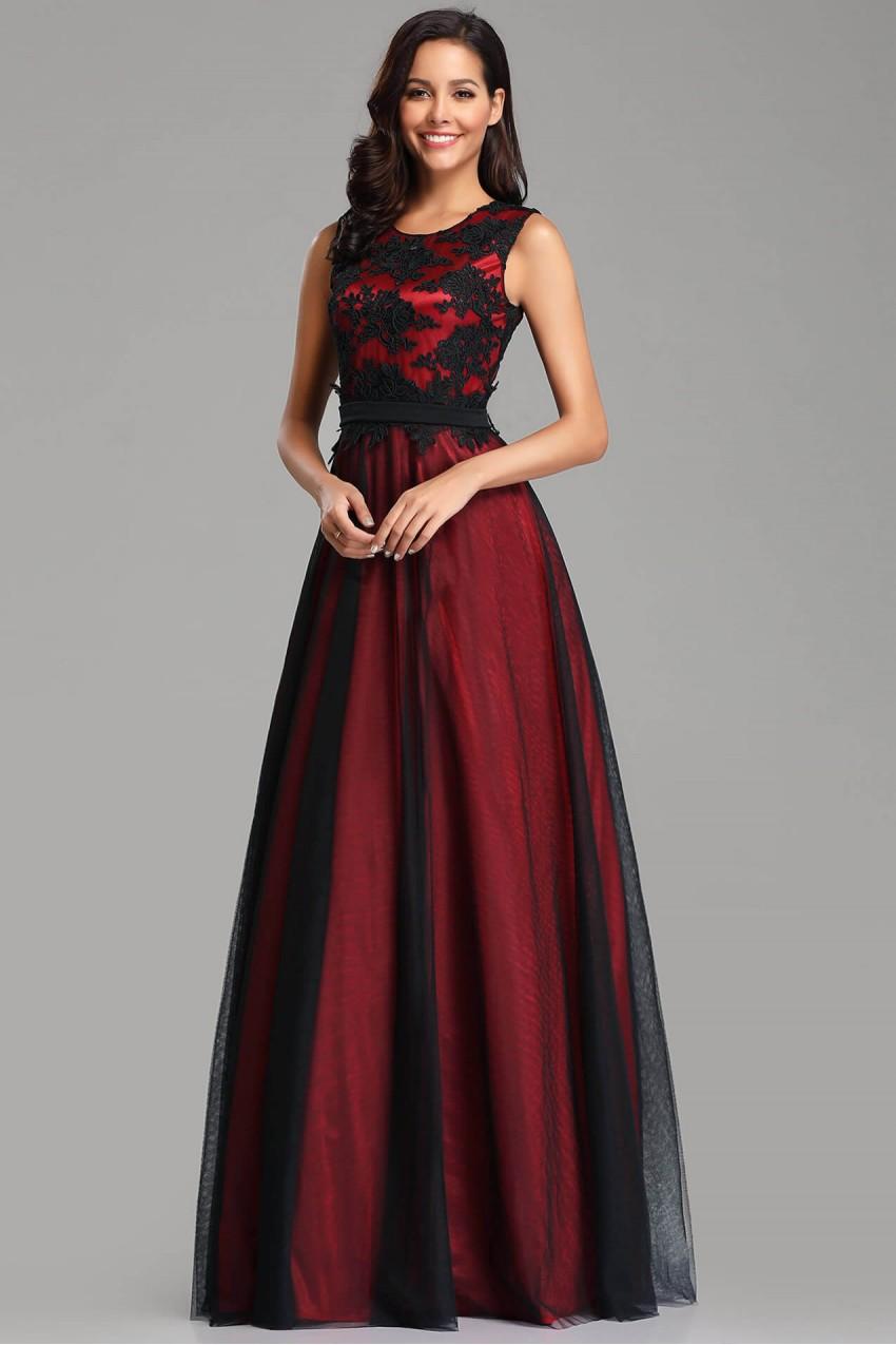 d9090a5e4a8 Елегантна дълга официална рокля в бордо с дантелена горна част (R9843)